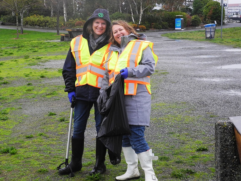 TuGo employees volunteer at Garry Point Park.