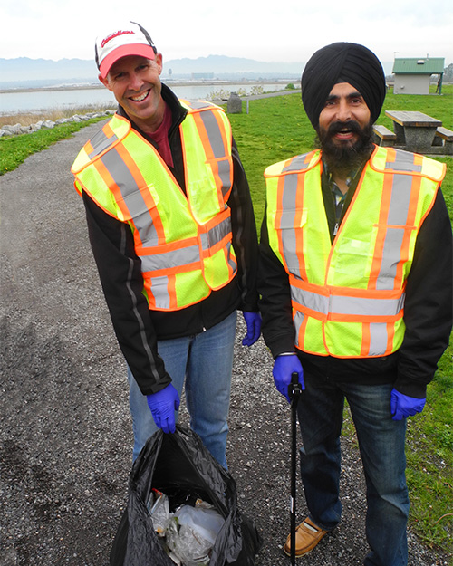 TuGo Richmond volunteers picking up garbage near YVR.