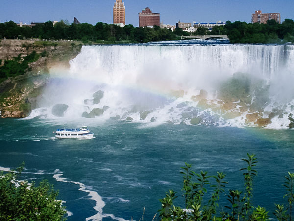 Niagara Falls with a Maid-of-the-Mist tour boat and a rainbow
