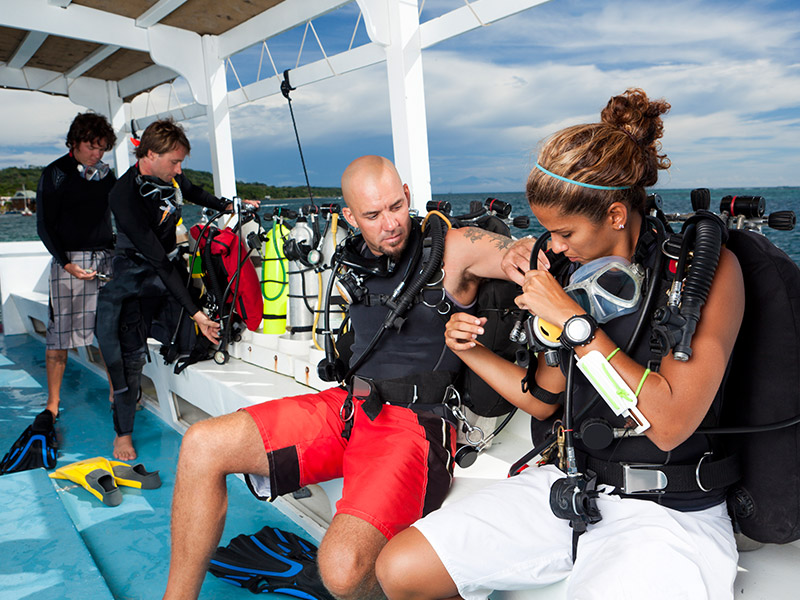 divers prepare for dive