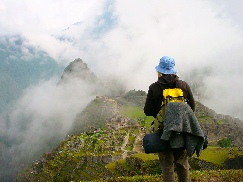 traveller-hiking-machu-picchu-in-andes