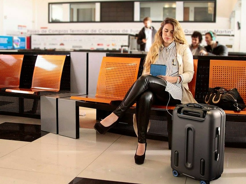 Bluesmart is an easy to use a carry-on suitcase.