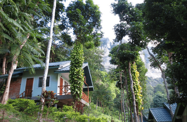 picture of a bungalow in thailand