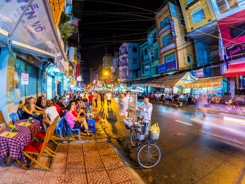 ho chi minh street food cart restaurant