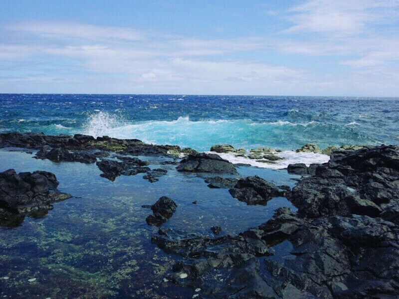 Follow the Makapu'u Lighthouse trail to begin your descent to the Makapu'u Tidepools.