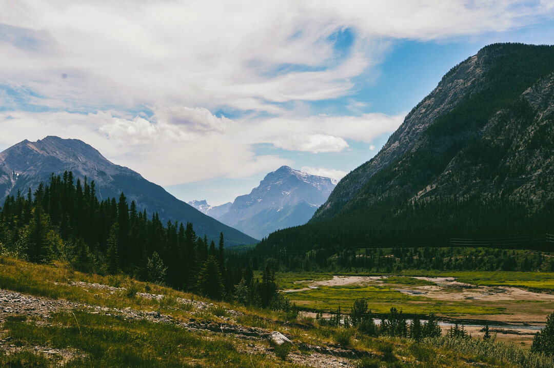 Mountain valley, Alberta, Canada, by @emcomeau, unsplash.com